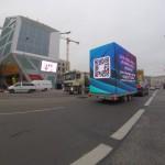 Unser mobiler LED Video Cube mit 36 m² umlaufender Videoanlage auf Stage-Trailer im Dezember 2015 an der Humboldtbox in Berlin!